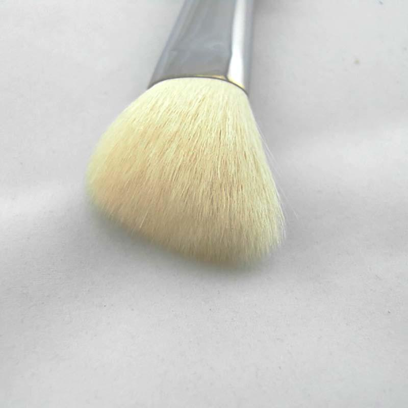 Goat hair angle makeup blusher brush