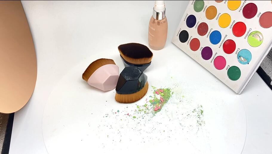 petal shape foundation brush